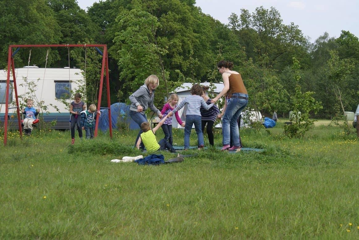 Speeltuin trampoline camping